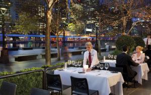 NEOZ kabellose Leuchte Ice Square 85 - Location Number 8 Restaurant Wine Bar